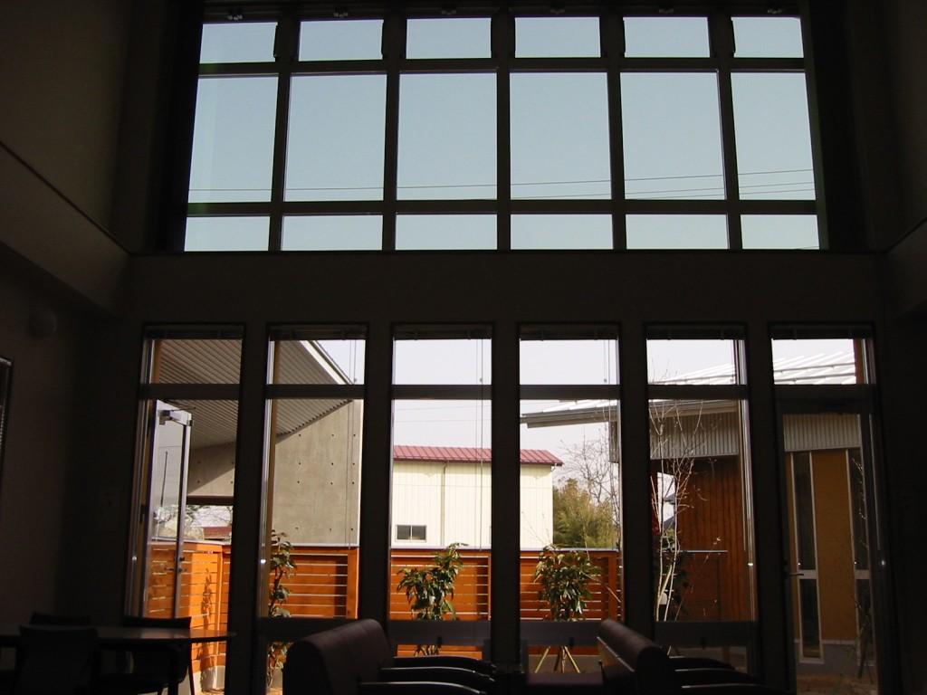 内部待合室(庭を見る)